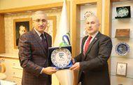 Gürcüce Kursun açılış dersine, Rektörümüz Prof. Dr. Hüseyin KARAMAN, Rize Belediye Başkan Yardımcısı Kemal GENÇ, Gürcistan-Trabzon Başkonsolosu Gela JAPARİDZE katıldı.
