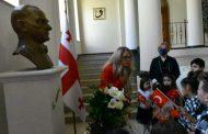 Tiflis'te 23 Nisan Kutlaması