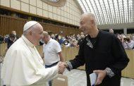 Gürcü Şair Dato Mağradze Papa ile görüştü